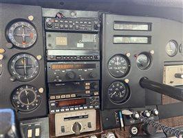 1974 Cessna 182 Aircraft Radio Stack